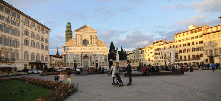 Florencia: traslado desde Pisa, Santa Maria Novella y paseo nocturno por la ciudad.