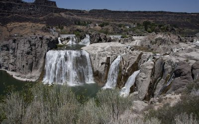 Craters of the Moon, Shoeshone falls y un pueblo de la américa profunda.